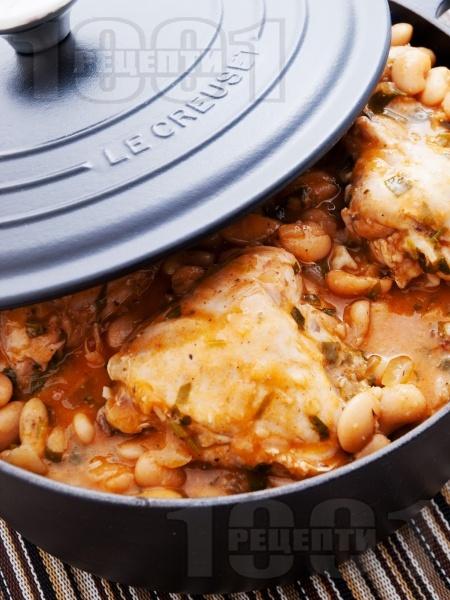 Пилешко с боб в чугунен съд - снимка на рецептата
